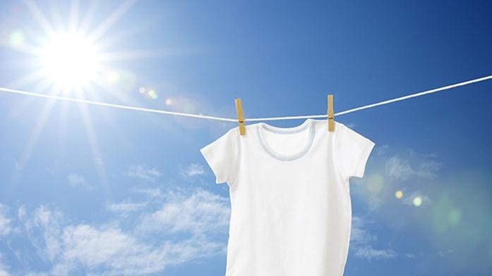 """37a19eaafb4 I Råd & Rön nummer 7 skrev vi om våra bästa tvättips, och ett av dem var  """"Använd inte kulörtvättmedel till vittvätt. Den kan bli grå."""